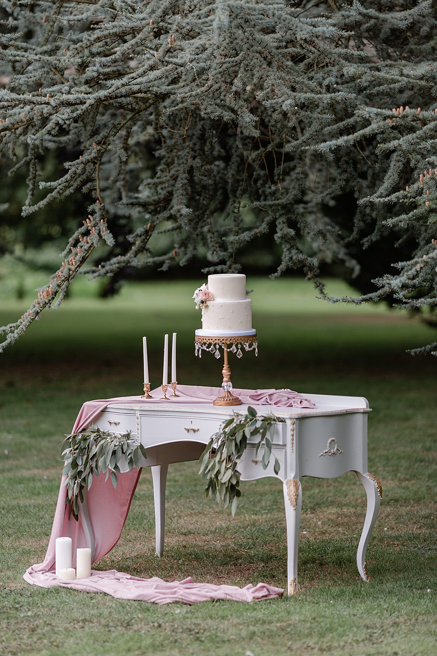 Neutral organic and minimal wedding style ideas from Kingsdown Rectory. Styling Your Wedding Your Way Images Kate Hennessey Photography (28)