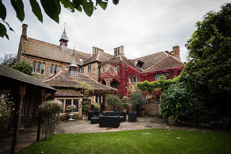 Maunsel House in Somerset - see inside a real wedding with Linus Moran Photography (1)