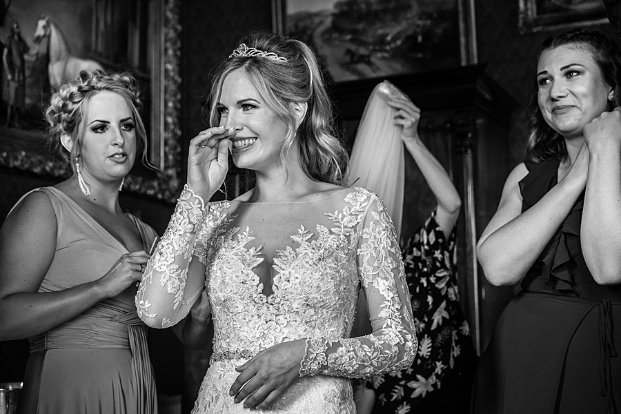 Maunsel House in Somerset - see inside a real wedding with Linus Moran Photography (15)