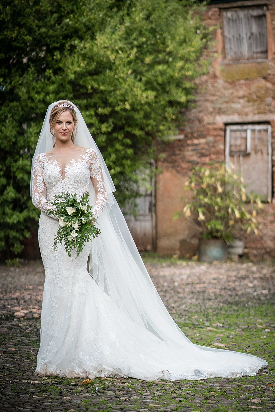 Maunsel House in Somerset - see inside a real wedding with Linus Moran Photography (45)