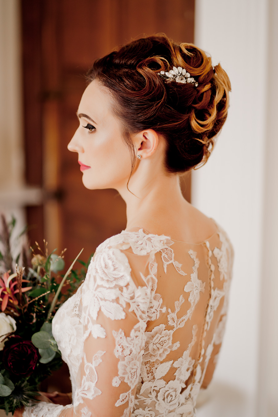 Elegance and glamour, Vanity Fair style. A styled wedding photoshoot from Davenport House. Image Laura May Photography (19)