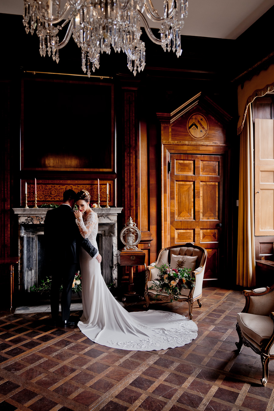 Elegance and glamour, Vanity Fair style. A styled wedding photoshoot from Davenport House. Image Laura May Photography (22)