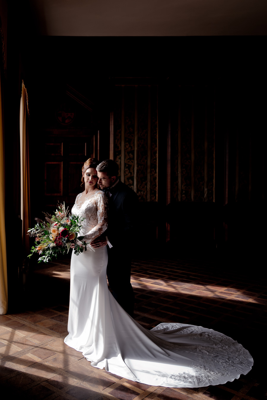 Elegance and glamour, Vanity Fair style. A styled wedding photoshoot from Davenport House. Image Laura May Photography (23)