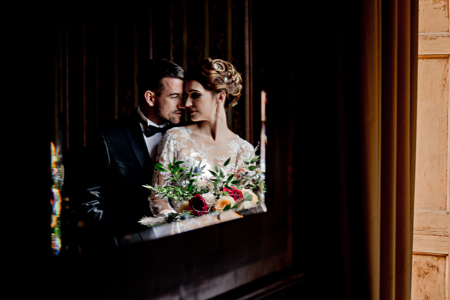 Elegance and glamour, Vanity Fair style. A styled wedding photoshoot from Davenport House. Image Laura May Photography (25)