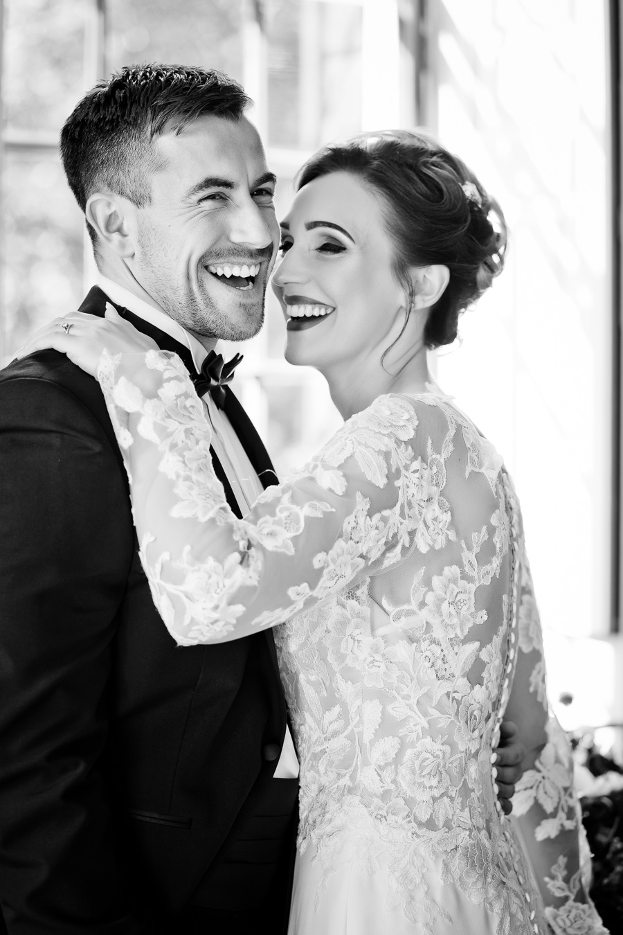 Elegance and glamour, Vanity Fair style. A styled wedding photoshoot from Davenport House. Image Laura May Photography (28)