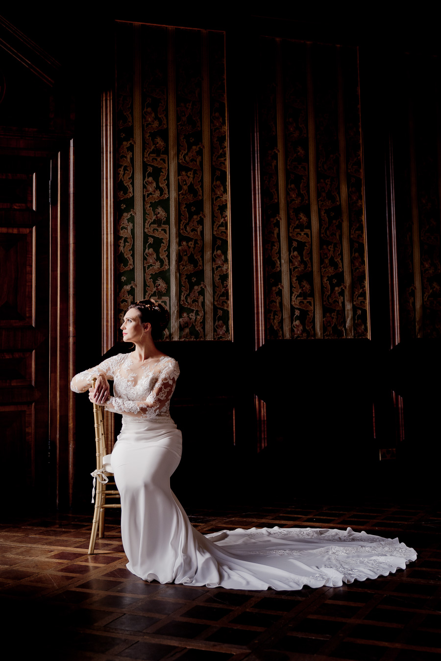 Elegance and glamour, Vanity Fair style. A styled wedding photoshoot from Davenport House. Image Laura May Photography (29)