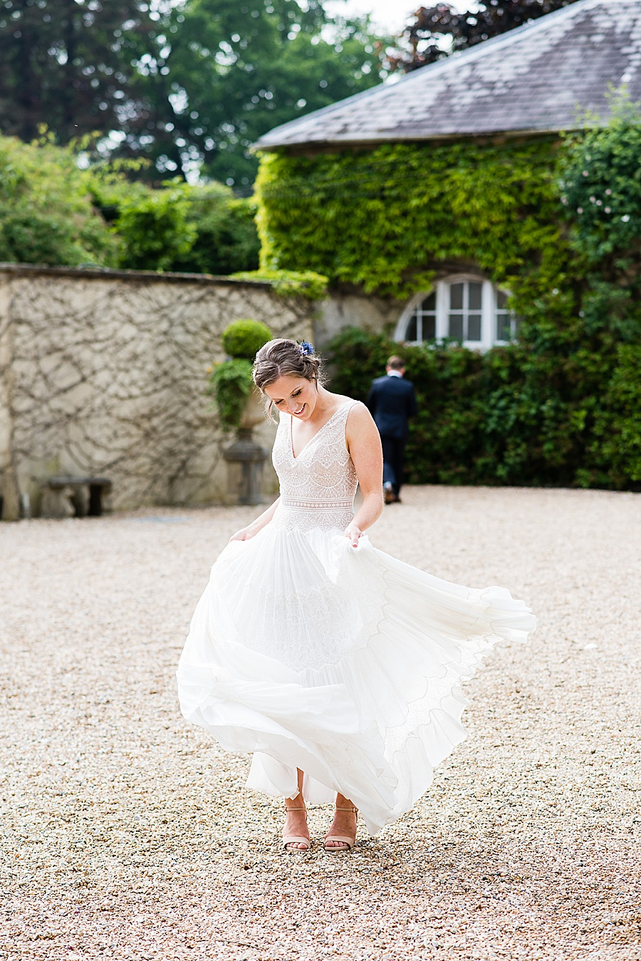 Elegant and summery Northbrook Park wedding with Fiona Kelly Photography (26)