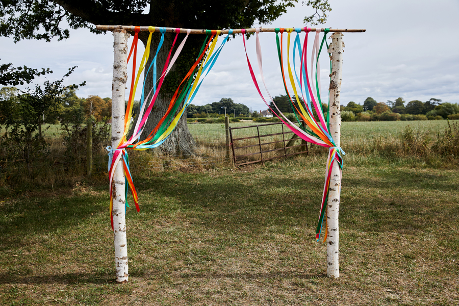 Vibrant ribbon streamers for a summer festival wedding with Simon Withyman Photography (7)