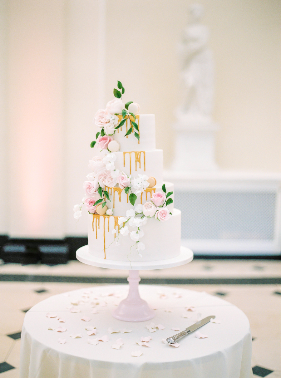 Light and airy, romantic images from a blogger's dream wedding at Blenheim Palace! Photo credit Julie Michaelsen Photography (18)