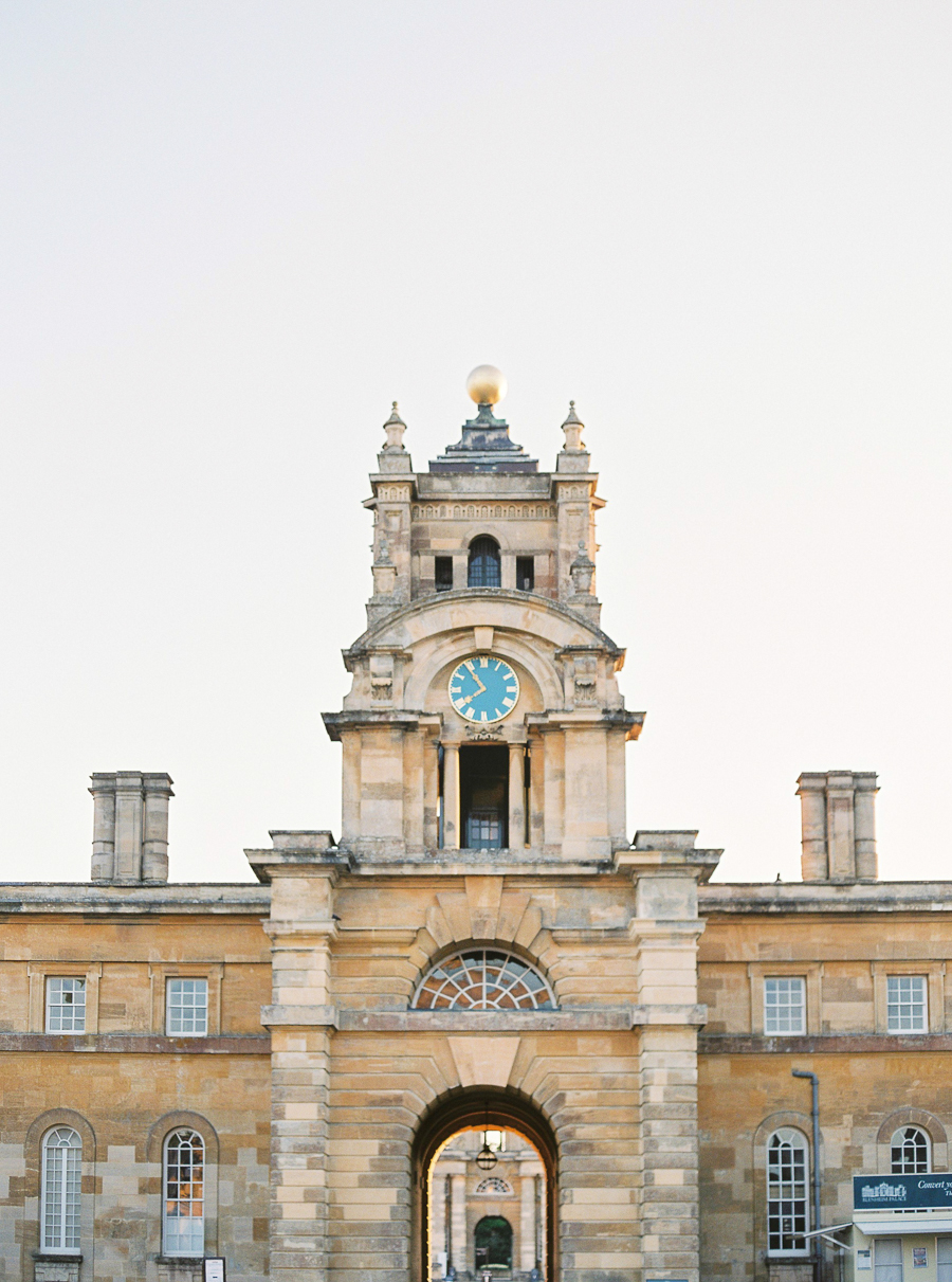 Light and airy, romantic images from a blogger's dream wedding at Blenheim Palace! Photo credit Julie Michaelsen Photography (30)