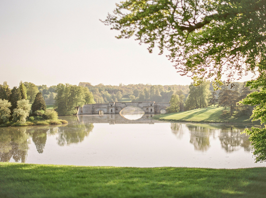 Light and airy, romantic images from a blogger's dream wedding at Blenheim Palace! Photo credit Julie Michaelsen Photography (33)