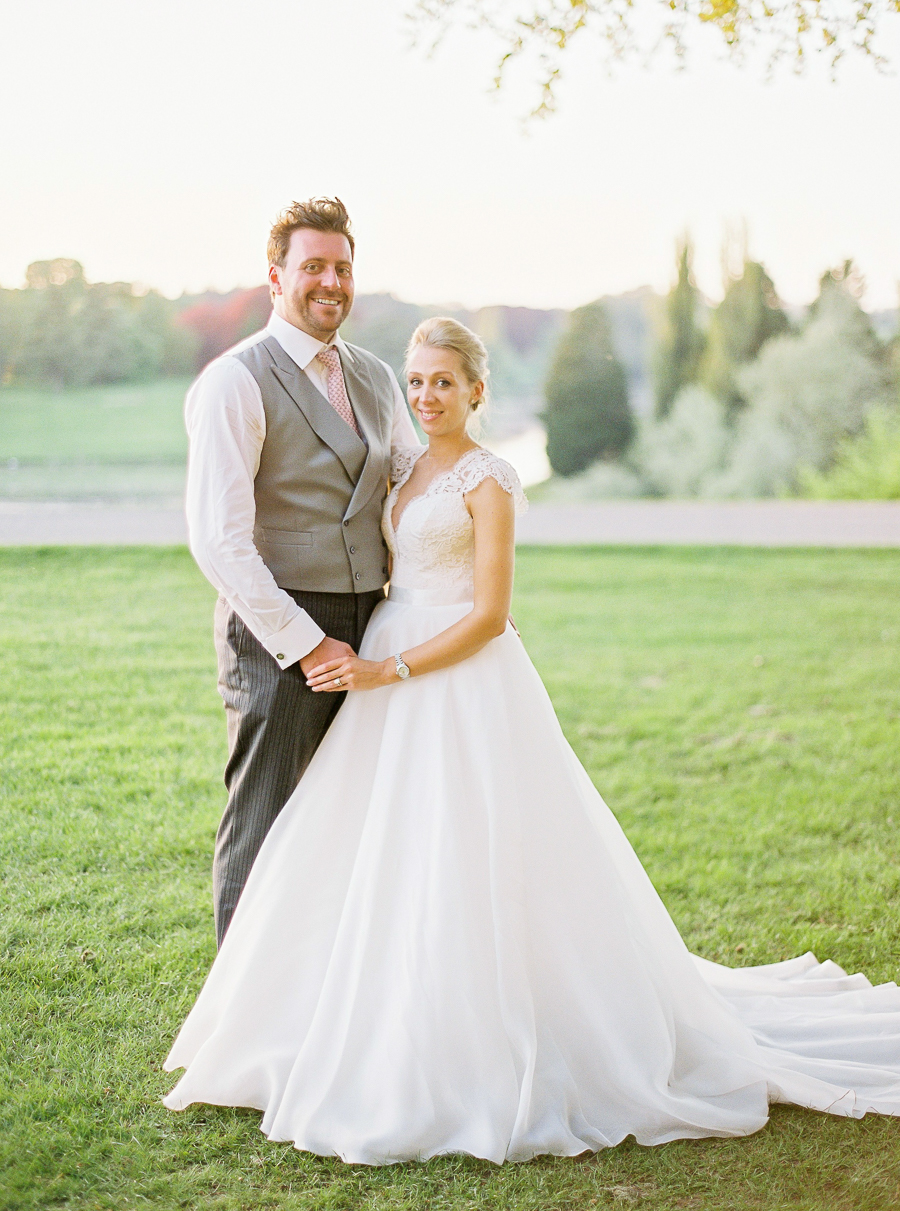 Light and airy, romantic images from a blogger's dream wedding at Blenheim Palace! Photo credit Julie Michaelsen Photography (35)