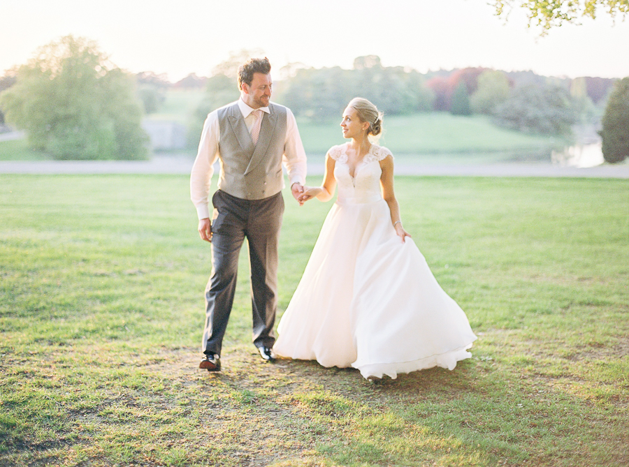 Light and airy, romantic images from a blogger's dream wedding at Blenheim Palace! Photo credit Julie Michaelsen Photography (36)