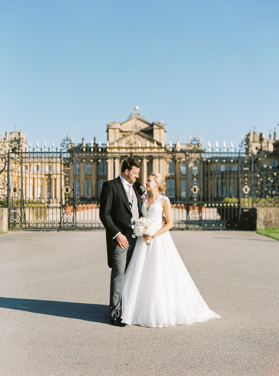 Light and airy, romantic images from a blogger's dream wedding at Blenheim Palace! Photo credit Julie Michaelsen Photography (37)