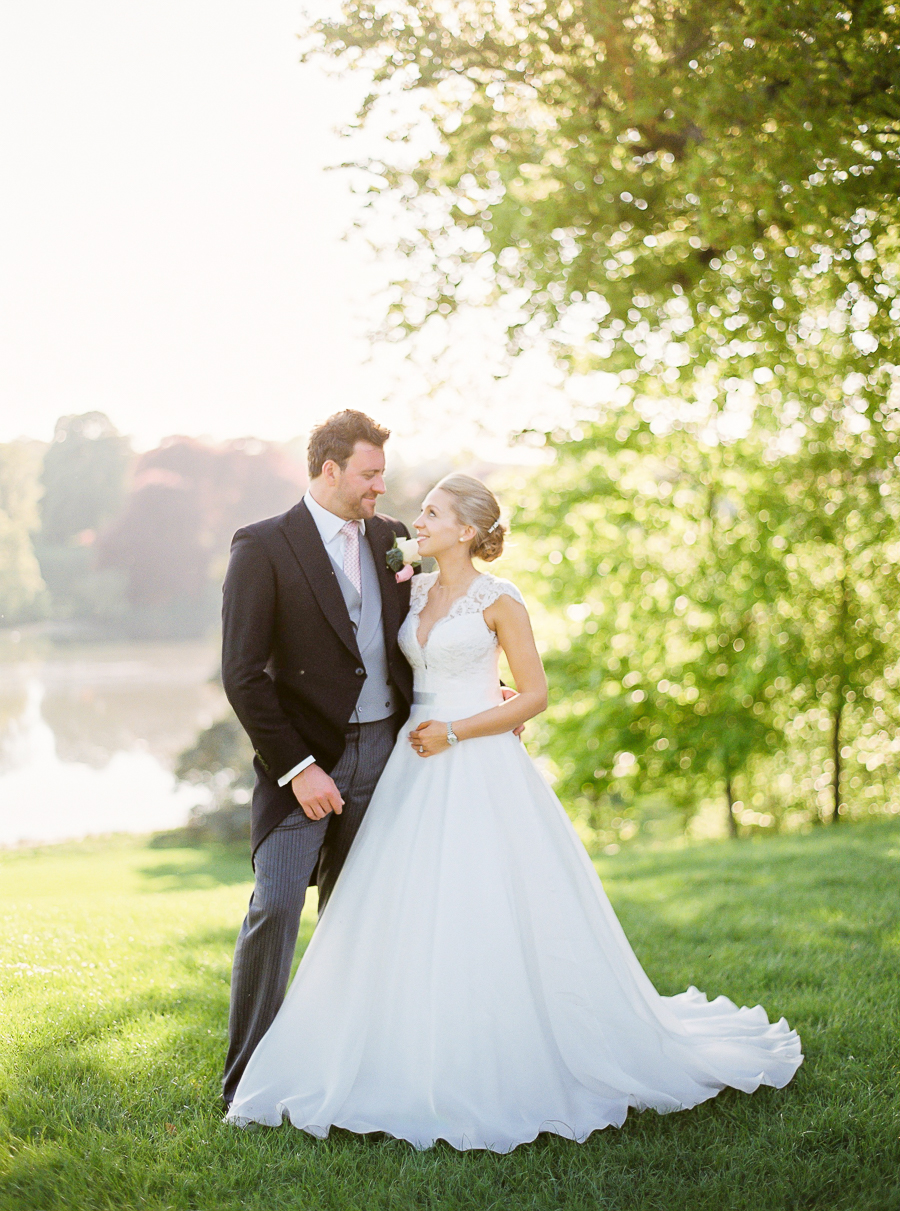 Light and airy, romantic images from a blogger's dream wedding at Blenheim Palace! Photo credit Julie Michaelsen Photography (38)