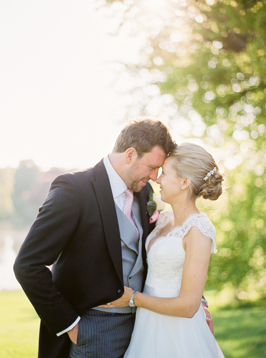 Light and airy, romantic images from a blogger's dream wedding at Blenheim Palace! Photo credit Julie Michaelsen Photography (39)