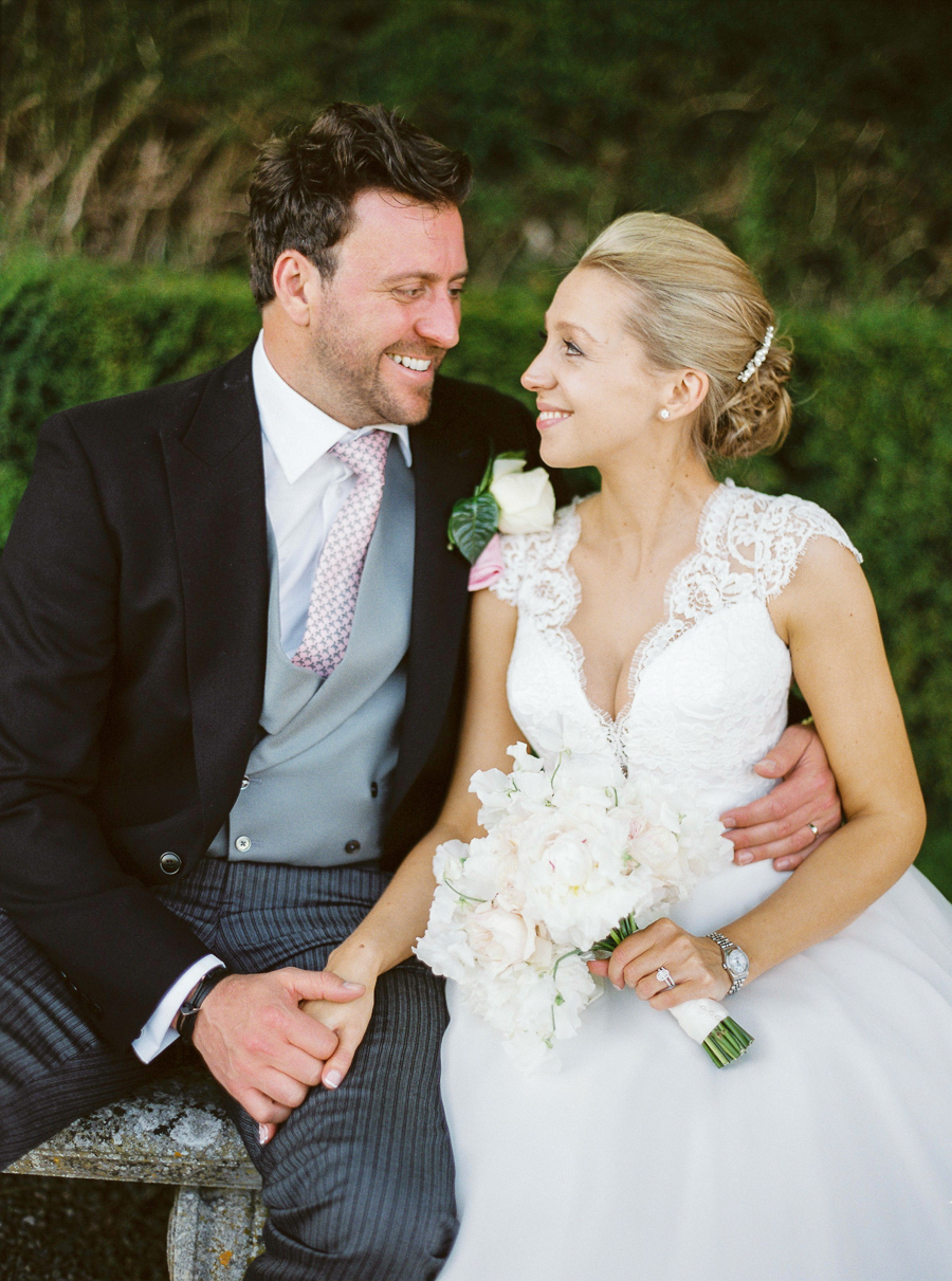 Light and airy, romantic images from a blogger's dream wedding at Blenheim Palace! Photo credit Julie Michaelsen Photography (43)