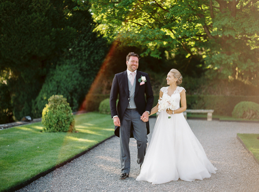 Light and airy, romantic images from a blogger's dream wedding at Blenheim Palace! Photo credit Julie Michaelsen Photography (44)