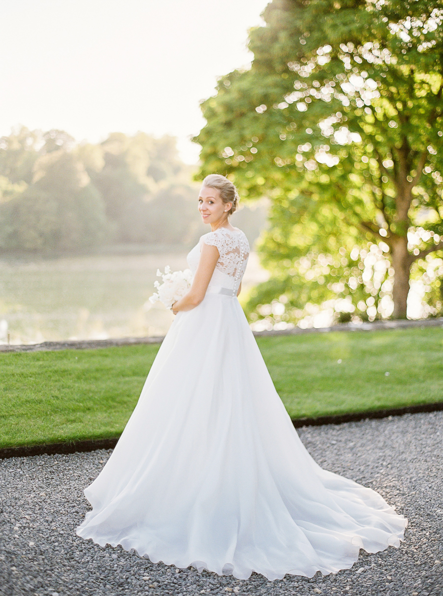 Light and airy, romantic images from a blogger's dream wedding at Blenheim Palace! Photo credit Julie Michaelsen Photography (45)