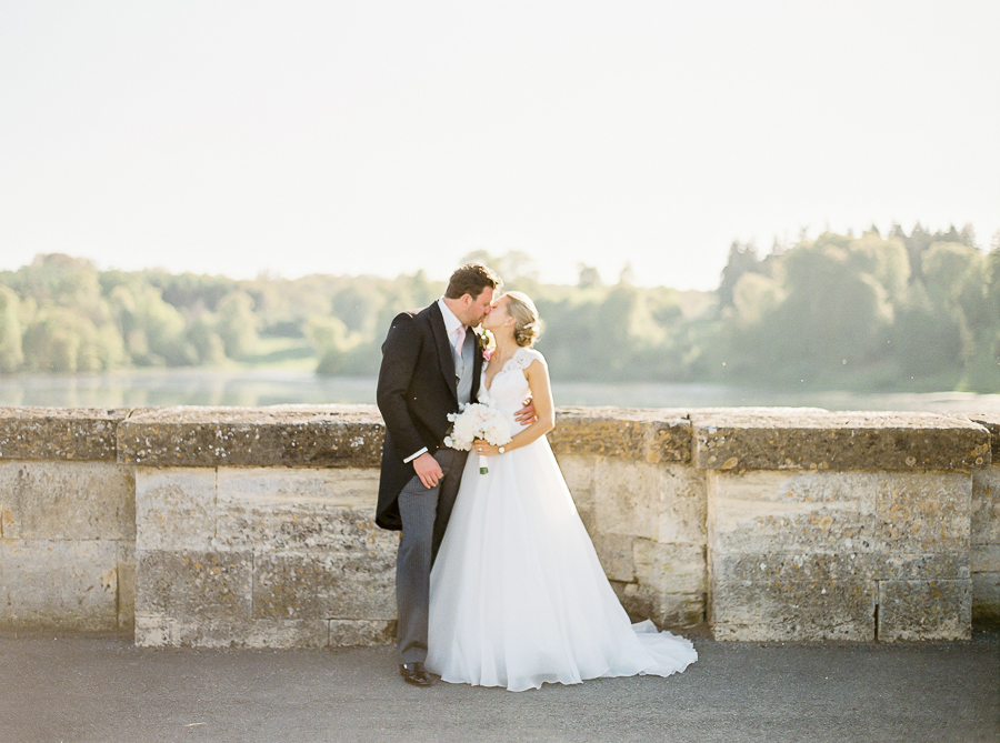 Light and airy, romantic images from a blogger's dream wedding at Blenheim Palace! Photo credit Julie Michaelsen Photography (46)
