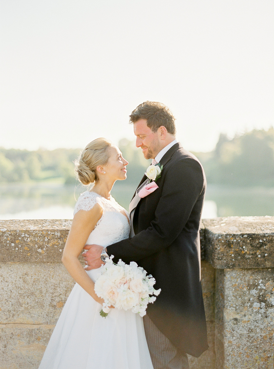 Light and airy, romantic images from a blogger's dream wedding at Blenheim Palace! Photo credit Julie Michaelsen Photography (48)