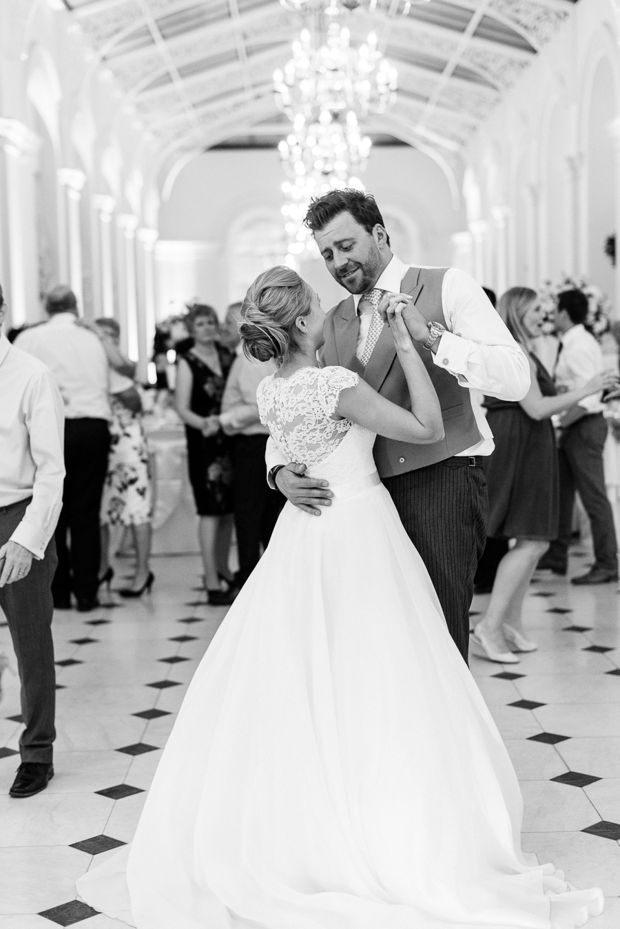 Light and airy, romantic images from a blogger's dream wedding at Blenheim Palace! Photo credit Julie Michaelsen Photography (52)