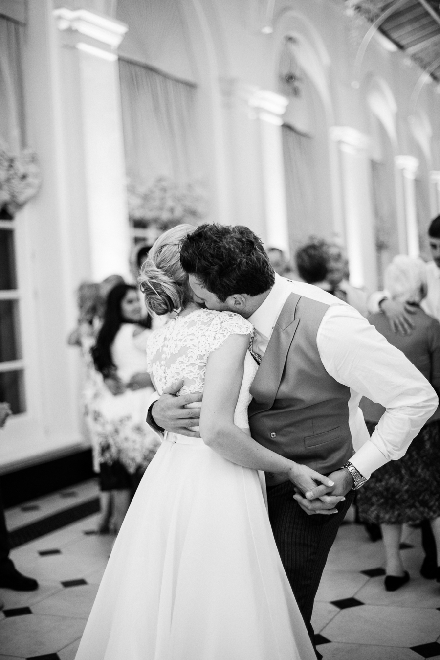 Light and airy, romantic images from a blogger's dream wedding at Blenheim Palace! Photo credit Julie Michaelsen Photography (53)
