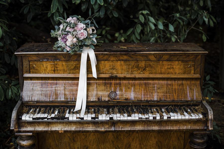 Rachel & Ben's beautiful Iscoyd Park wedding with Anna Beth Photography (26)