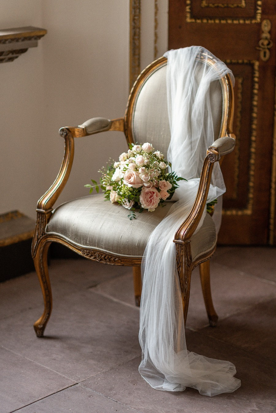 Elegant and graceful luxe wedding style from Chiswick House, photo credit Eva Tarnok Photography (1)