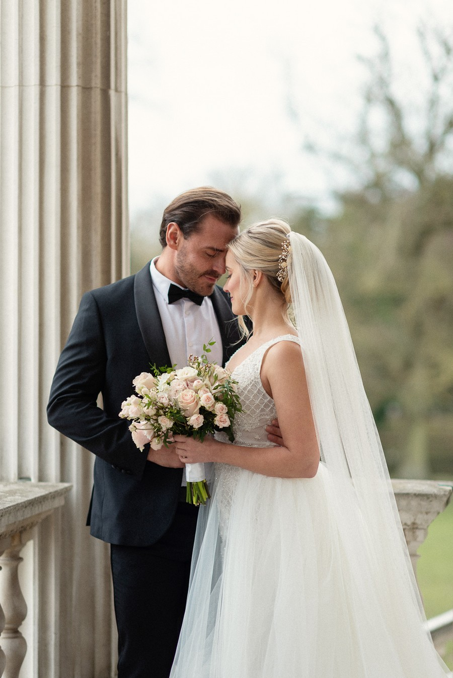 Elegant and graceful luxe wedding style from Chiswick House, photo credit Eva Tarnok Photography (16)