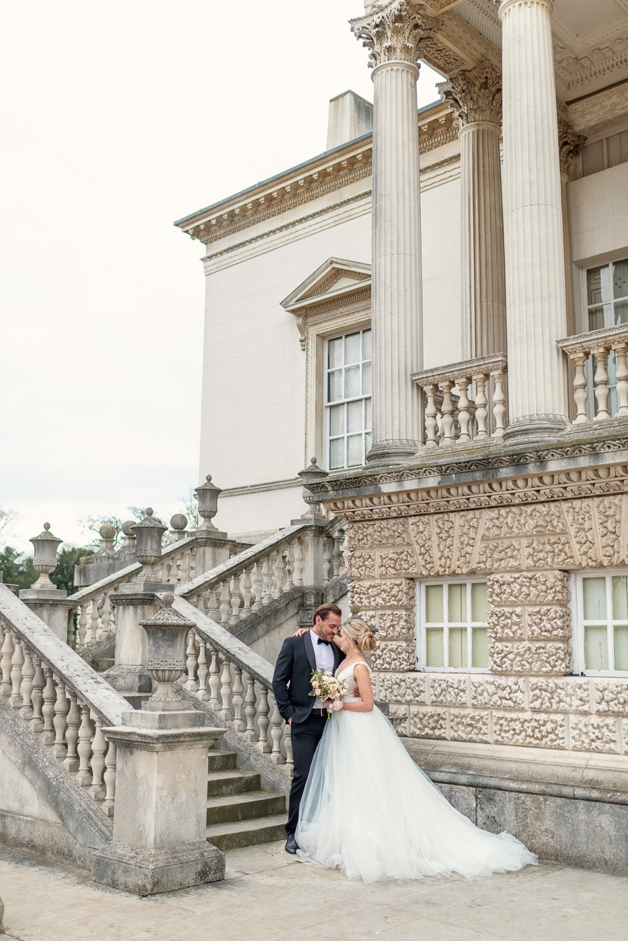 Elegant and graceful luxe wedding style from Chiswick House, photo credit Eva Tarnok Photography (18)