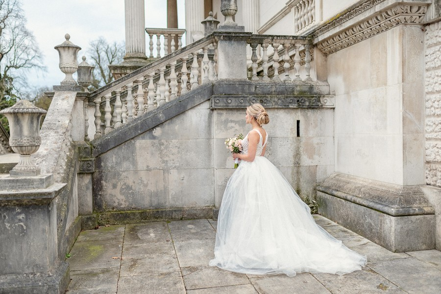 Elegant and graceful luxe wedding style from Chiswick House, photo credit Eva Tarnok Photography (20)