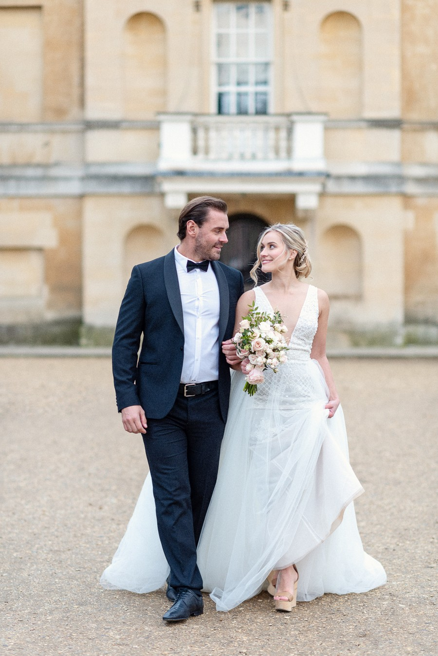Elegant and graceful luxe wedding style from Chiswick House, photo credit Eva Tarnok Photography (21)