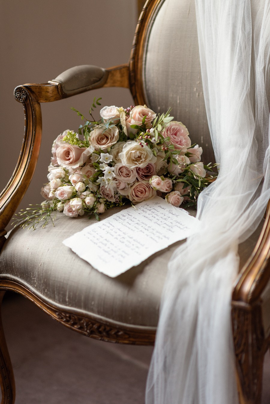 Elegant and graceful luxe wedding style from Chiswick House, photo credit Eva Tarnok Photography (25)