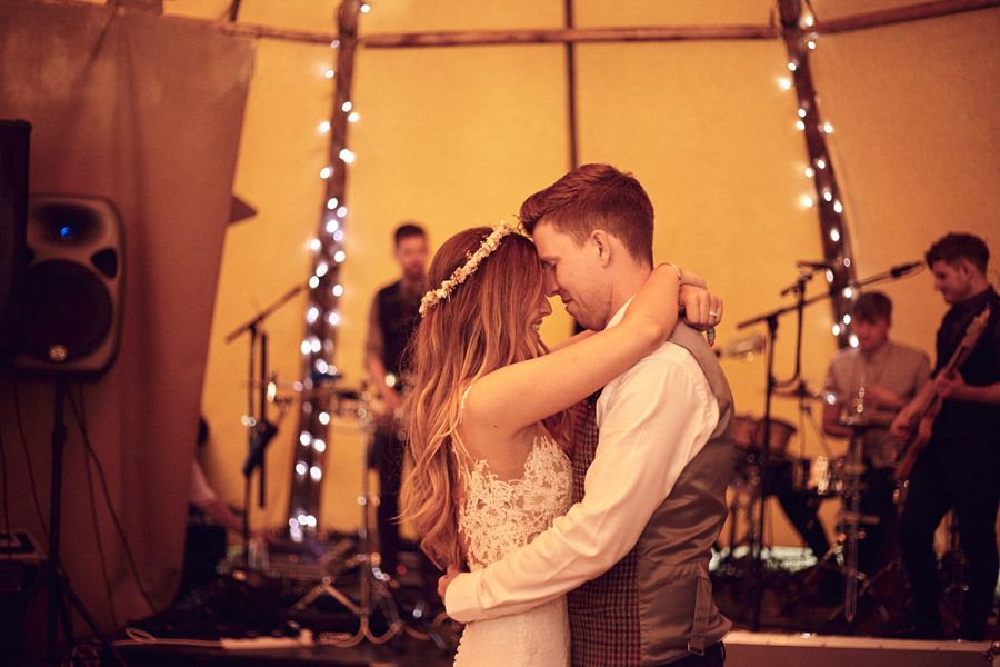 Styled woodland wedding in Sussex, image credit Something Blue Weddings (35)