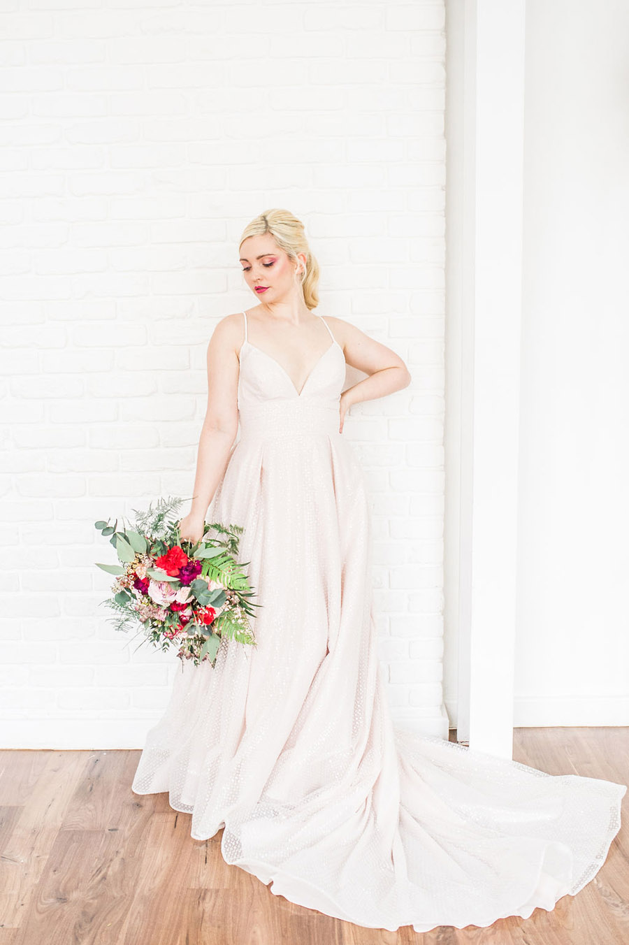 Modern luxe wedding style ideas with images by Laura Jane Photography (20)