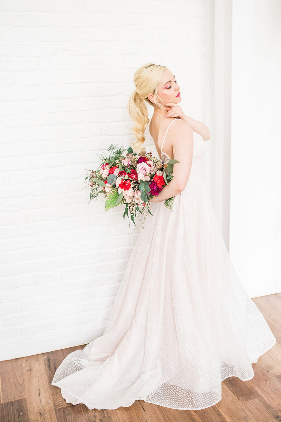 Modern luxe wedding style ideas with images by Laura Jane Photography (19)