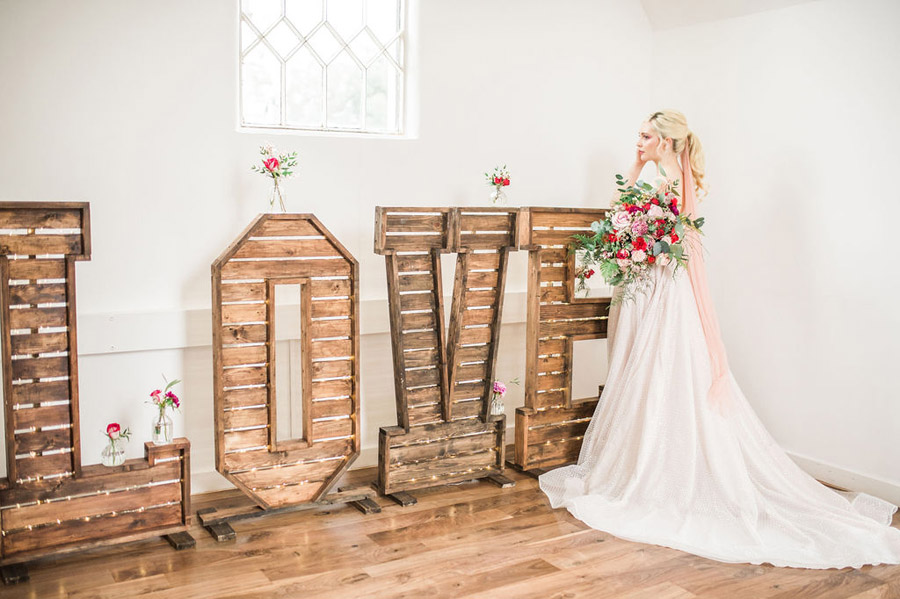 Modern luxe wedding style ideas with images by Laura Jane Photography (13)
