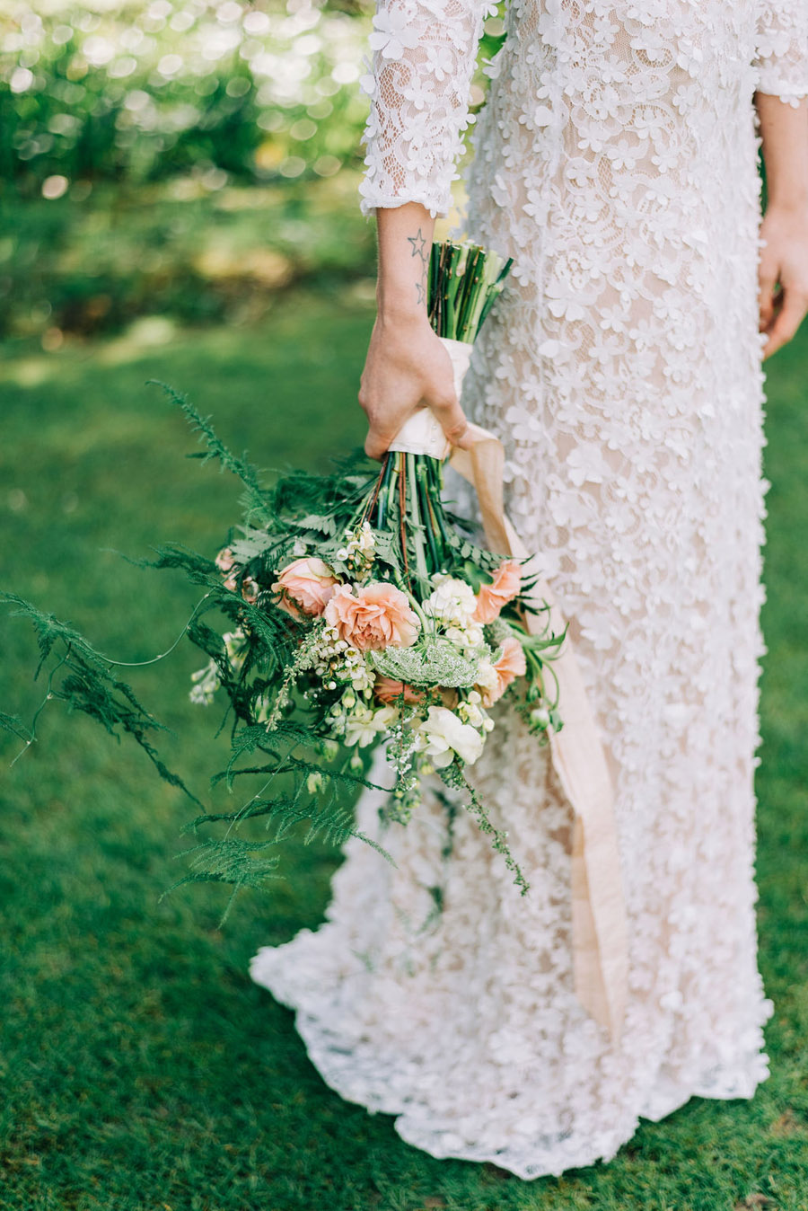 coral and neutral colour palette for a stunning wedding look with Corky and Prince, image credit Rachel Jane Photography (8)