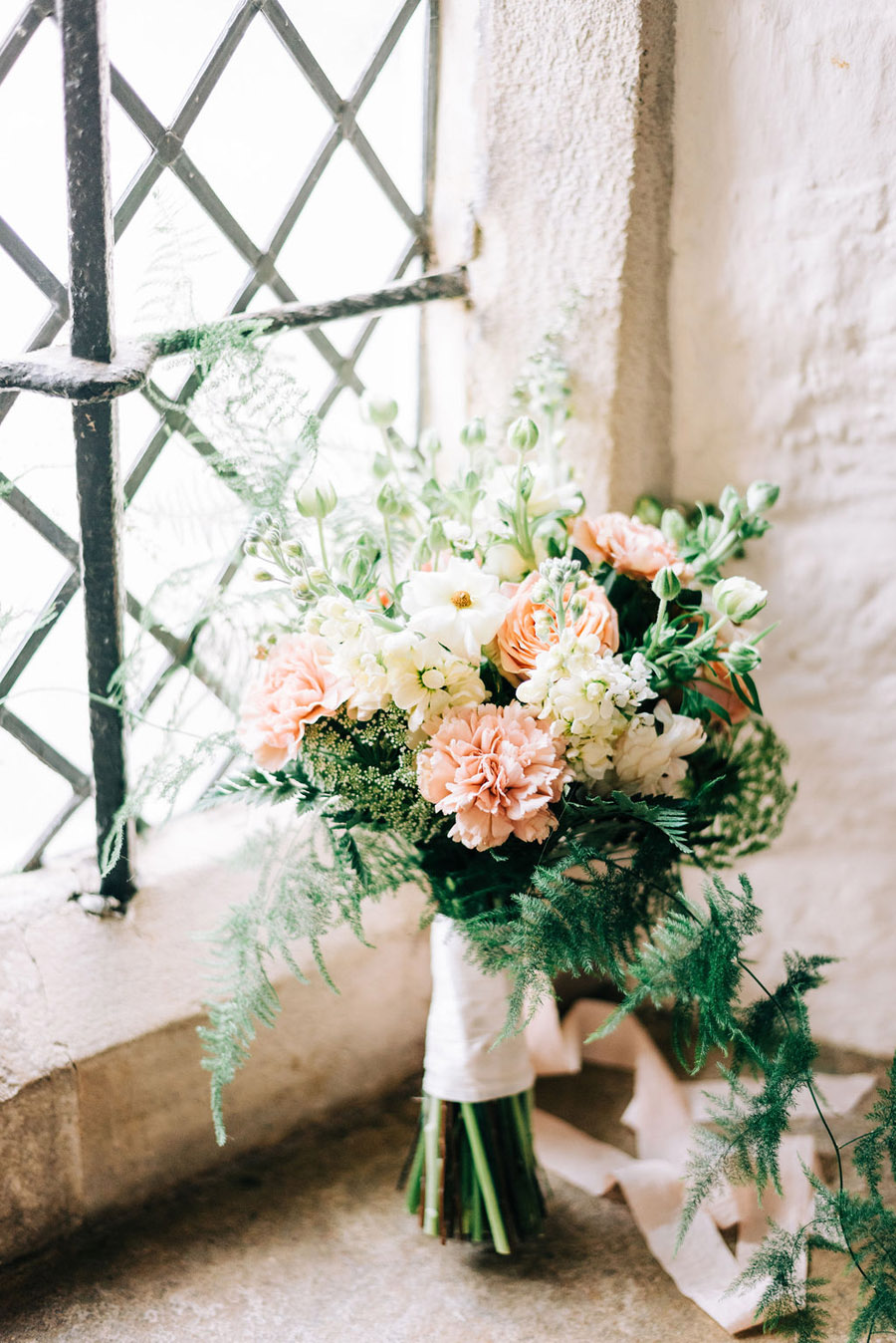 coral and neutral colour palette for a stunning wedding look with Corky and Prince, image credit Rachel Jane Photography (15)