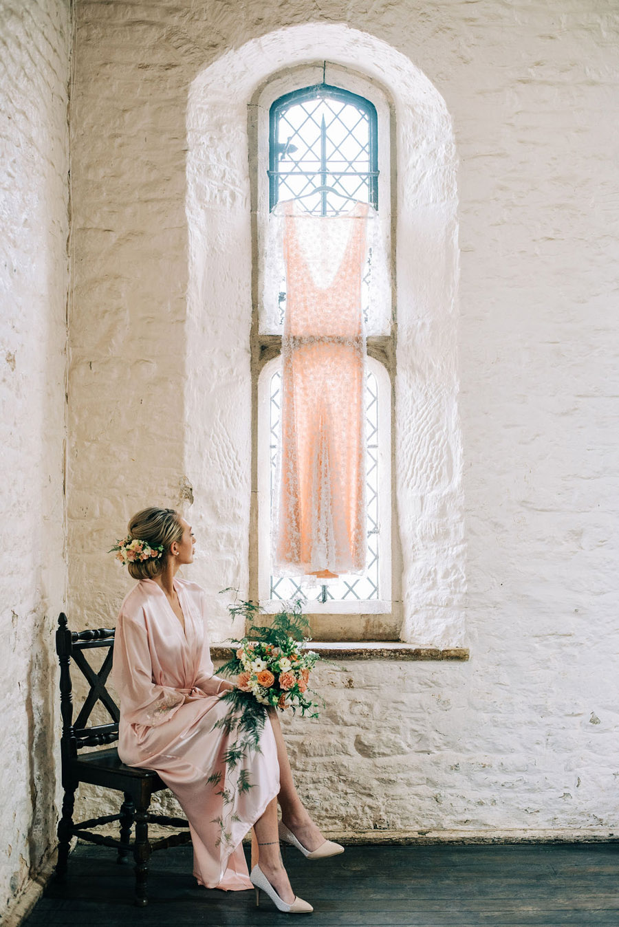 coral and neutral colour palette for a stunning wedding look with Corky and Prince, image credit Rachel Jane Photography (18)