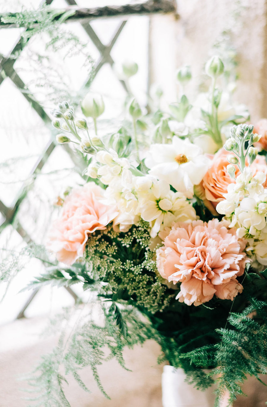 coral and neutral colour palette for a stunning wedding look with Corky and Prince, image credit Rachel Jane Photography (1)
