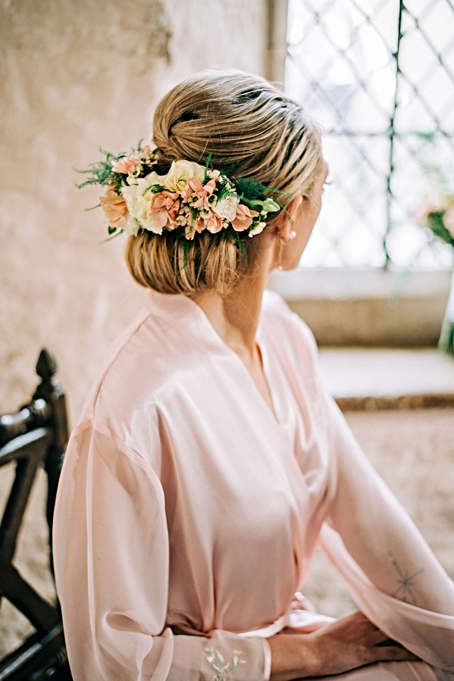 coral and neutral colour palette for a stunning wedding look with Corky and Prince, image credit Rachel Jane Photography (22)