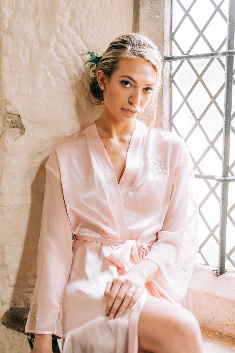 coral and neutral colour palette for a stunning wedding look with Corky and Prince, image credit Rachel Jane Photography (24)