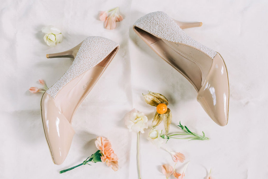 coral and neutral colour palette for a stunning wedding look with Corky and Prince, image credit Rachel Jane Photography (26)