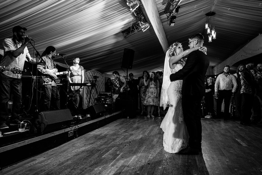 village wedding in Lincolnshire, Shearsby Bath wedding by Johnny Dent Photography (42)