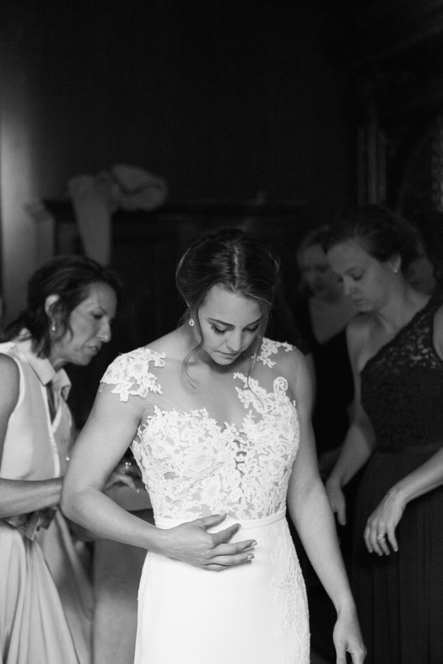 Sunflowers, roses and a beautiful backless wedding dress for this gorgeous Great Fosters wedding. Images by Amanda Karen Photography (3)