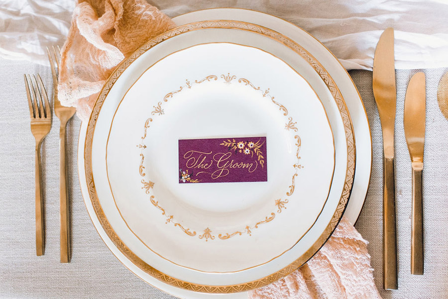 calligraphy by Claire Gould, editor of English Wedding and illustration by Amy Swann, of Amy Swann Cakes (2)