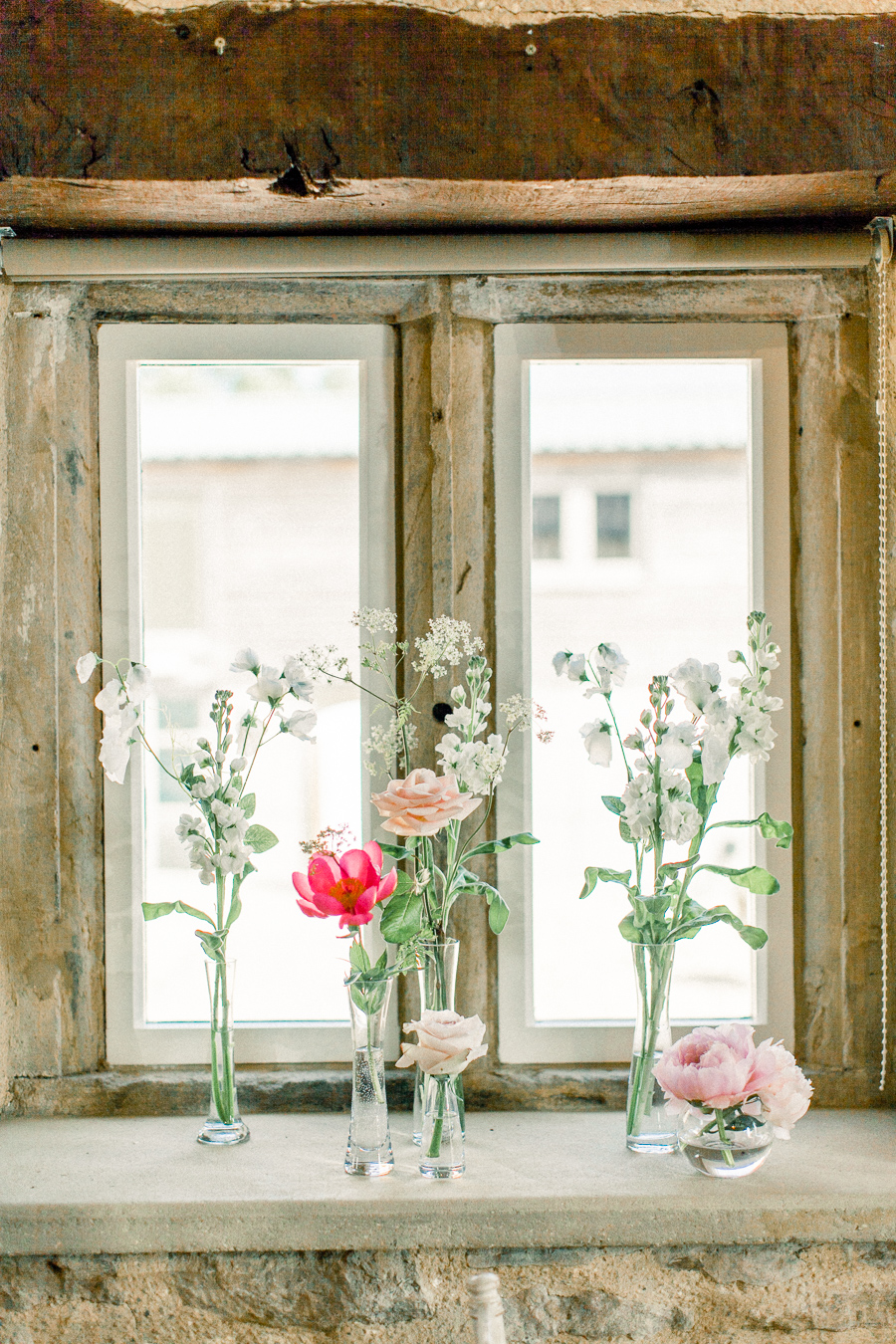 Jordans Courtyard rustic wedding styling ideas with images by Liz Baker Photography (4)