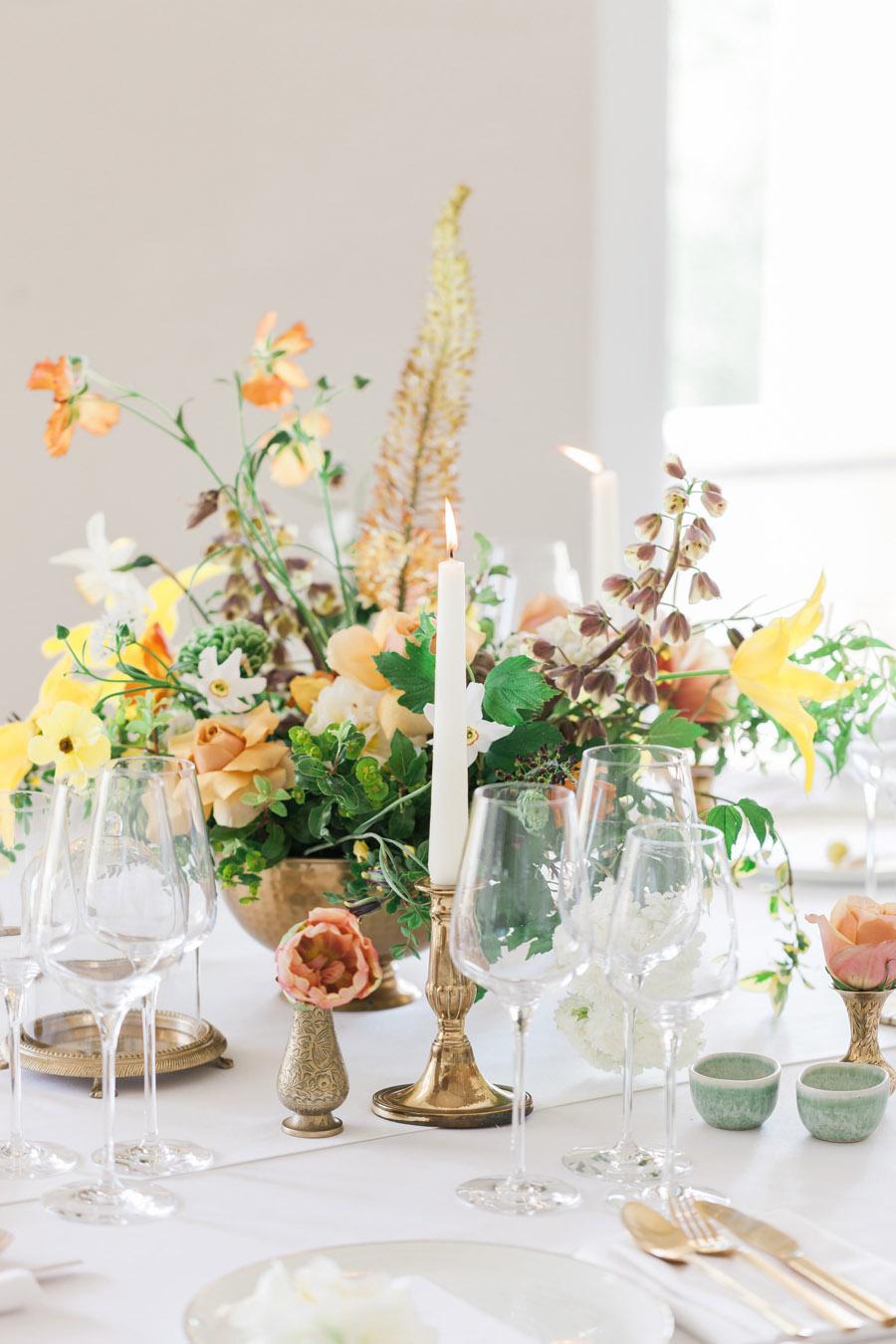 Glorious yellow Bloomologie blooms and styling by Chenai - photo credit Amanda Karen Photography (14)